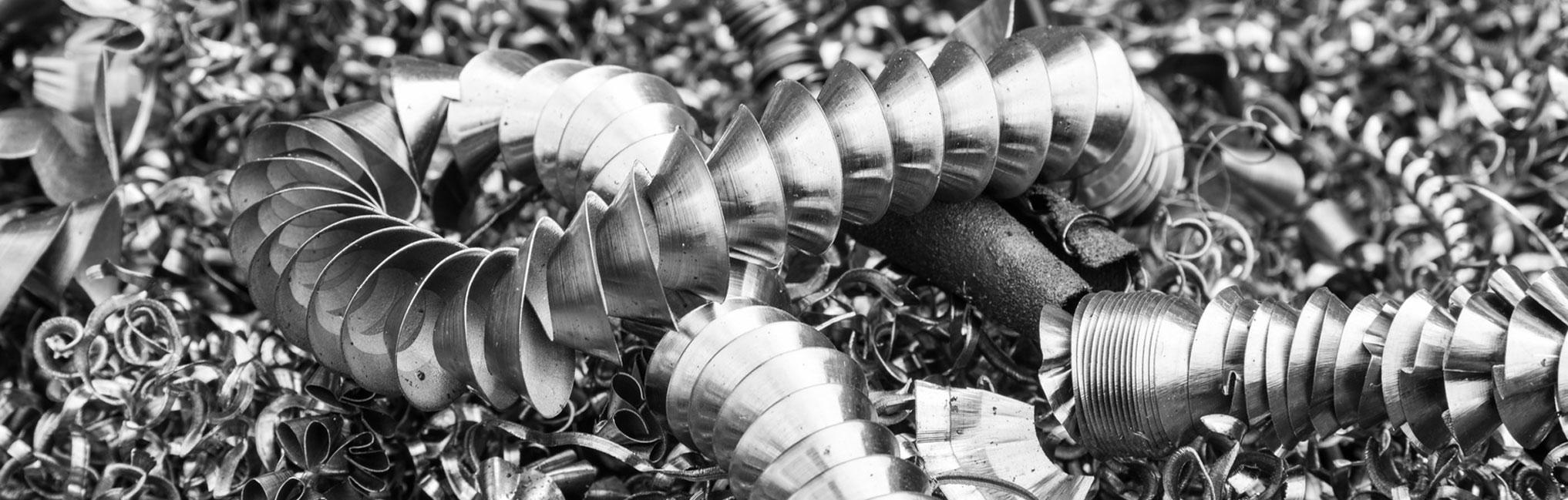 Viele graue Edelstahl-Späne.